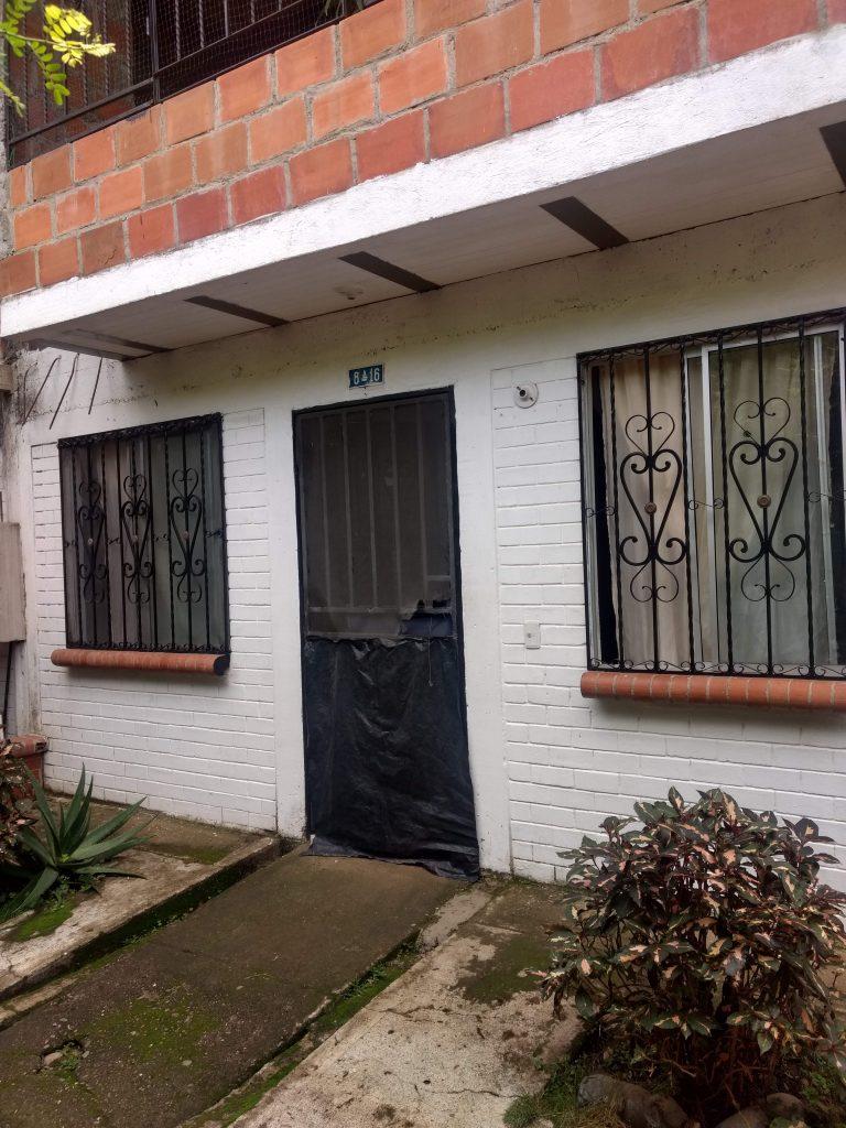 Frente casa urbanizacion La Hojarasca